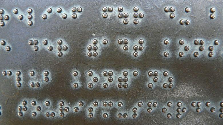 Mondhygiëne visueel beperkte kinderen verbetert door braille en stimuli